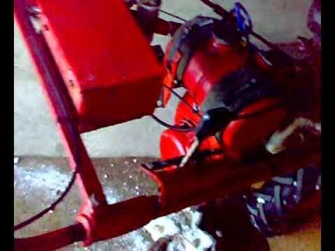 MF    70  Traktorek   ciągniczek  dzik    ogrodniczy  z liskiem i  spychem w akcji