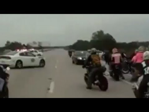 POLICE VS SUPERBIKE ON HIGHWAY !!