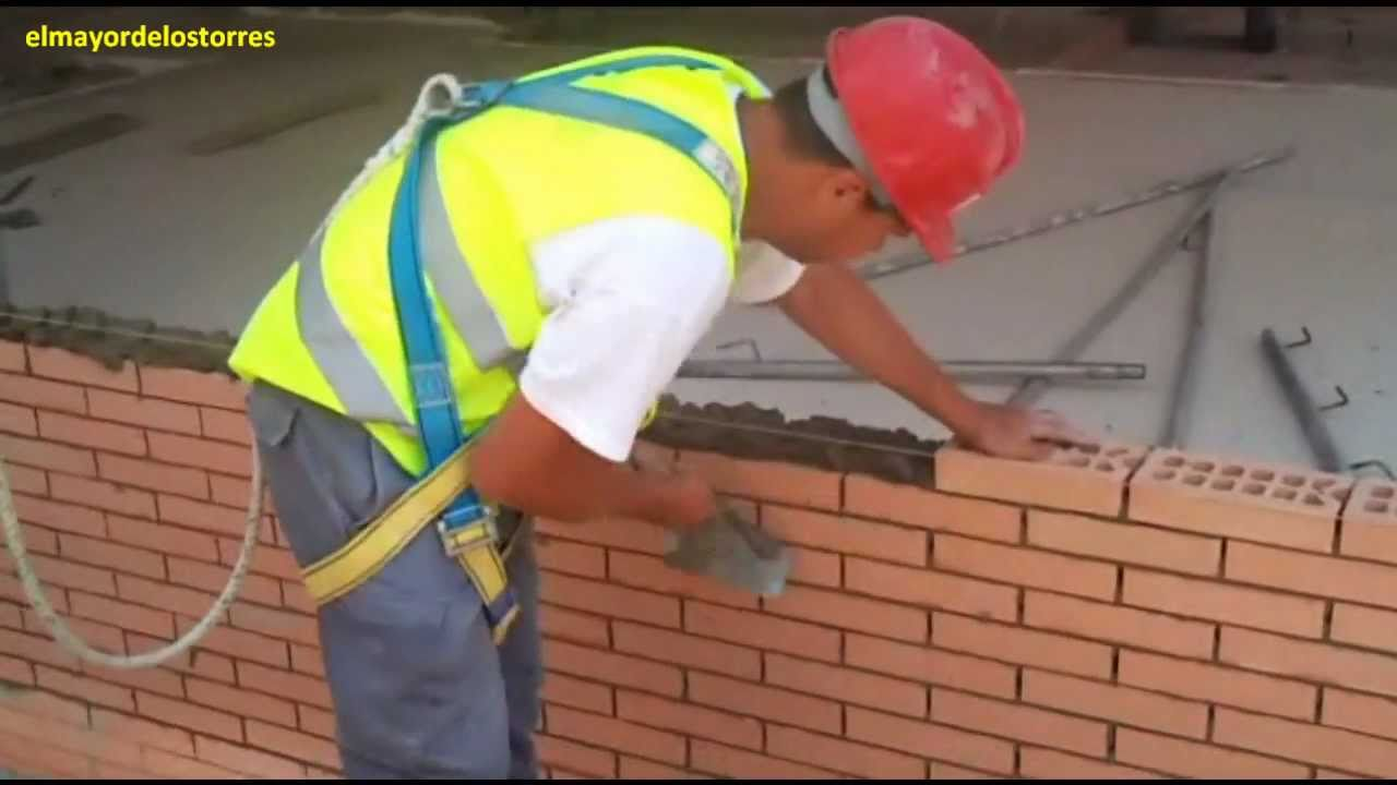 Poniendo ladrillos youtube for Pared de 15 ladrillo comun