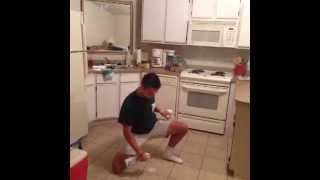 #Howto cat daddy and clean up a spill  (7 Sec Vine)