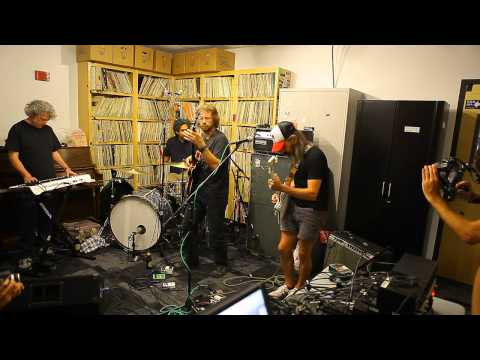 Wooden Shjips - Home (Live on KXLU)