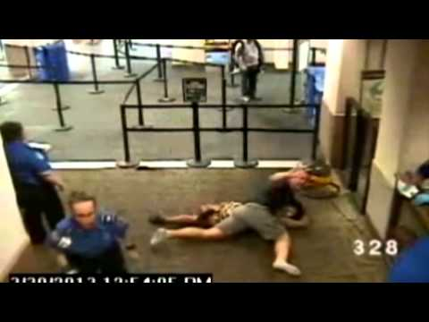 Off-duty Cop Helps TSA - Smashpipe News Video