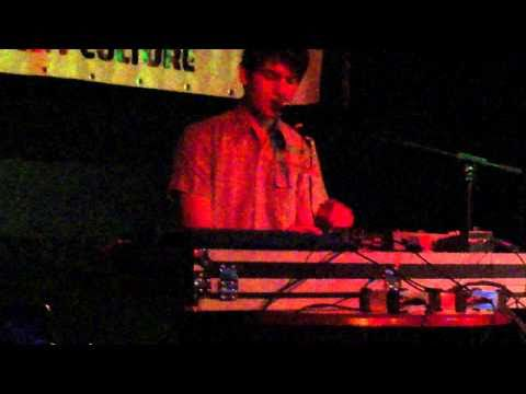 Idiot Glee - Ain&#039;t no Sunshine | live @ V39 / Incubate 14-09-2010 #incu10