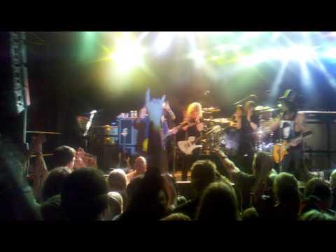 Slash and Brad Whitford from Aerosmith
