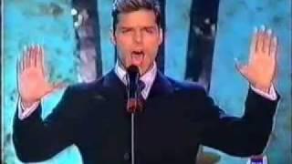 Watch Ricky Martin Casi Un Bolero video