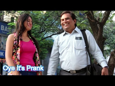 HOT GIRL CONFUSING PEOPLE IN INDIA BY Oye It's Prank ( PRANK IN INDIA)