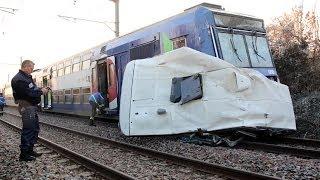 Ormoy - Train contre car scolaire sur le passage à niveau - 131213