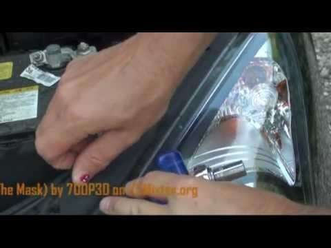 Changing lightbulb on Hyundai i30