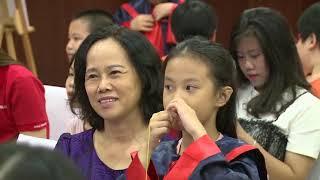 Lương Xuân Trường trổ tài nói tiếng Anh với fan nhí