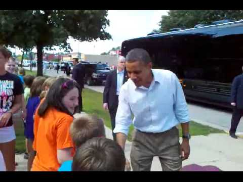 Obama makes surprise stop with Valleyland Kids