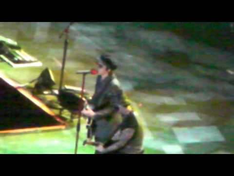 Guns N' Roses (with special guest Izzy Stradlin) @ O2 Arena London, UK - LV7