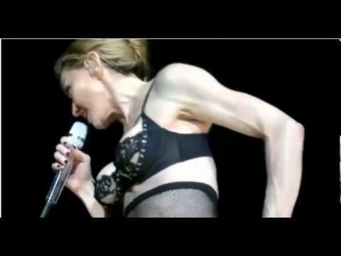 Madonna shows Nipple in Istanbul;