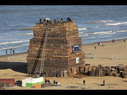 Vreugdevuur Scheveningen 2014/2015 Biggest bonfire (Official HD-Video)