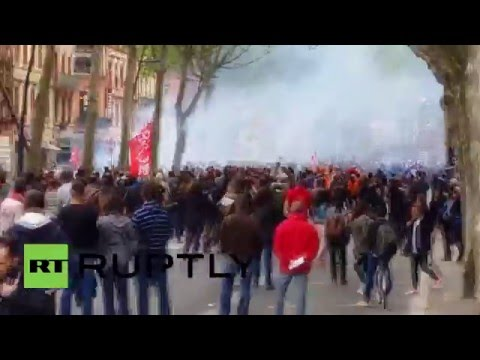 France: Police injured as clashes dog Toulouse labour reform demo