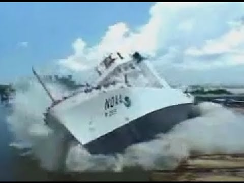 Корабль спускают на воду / Lowering  the ship on the water