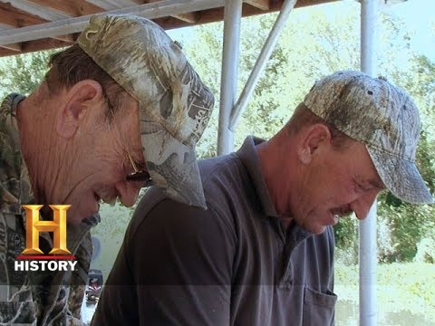 Swamp People: Troy And His Dad video