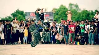 Myanmar Mandalay Pyinoolwin Bike stunt in Car Drift Show