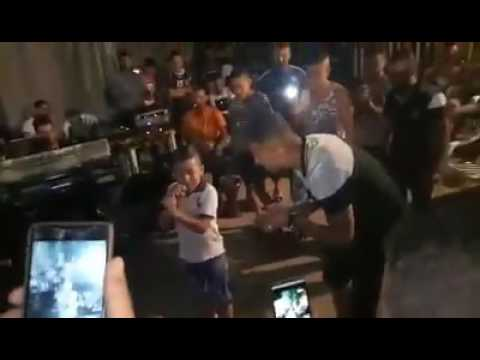 طفل صغير يغني اغنية فيصل الصغير☺ thumbnail