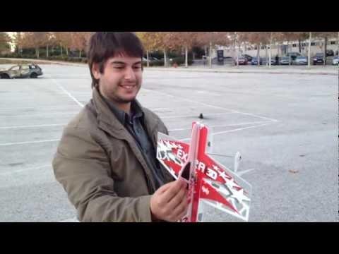 ENTRETEM.COM | E-Flite Extra 300 3D flying in Lisbon, shop.entretem.com