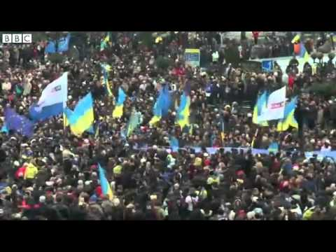 BBC News   Ukraine  Pro Europe demonstrators march through Kiev