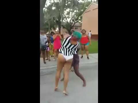 Briga de mulheres..semi nuas..