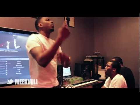 MEEK MILL AND LOS FREESTYLE IN STUDIO