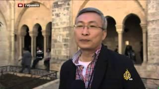 آلاف الحجاج والسياح المسيحيين بكنيسة المهد