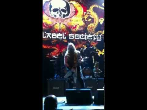 Zakk Wylde's insane guitar solo at (Dortmund June 4th, 2012)