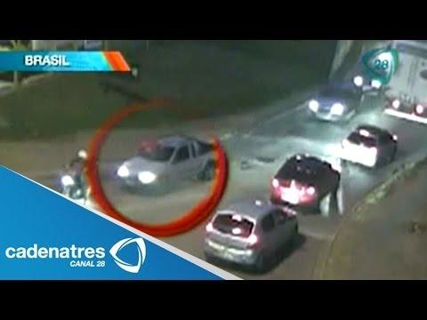 ¡¡¡IMPACTANTE!!! Atropelló a un ciclista y lo llevó muerto en el parabrisas