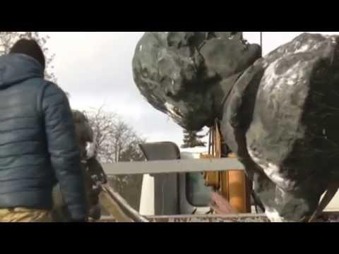 Soviet Monuments Dismantled in Chernihiv: Ukrainian activists reject Communist legacy