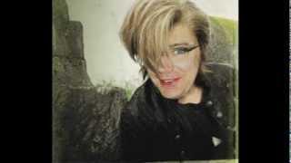 Watch Tori Amos Snowblind video