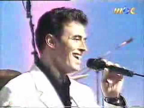 Kazm Al Sahr Singing In Kurdish. video