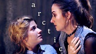 Laura and Carmilla - Arctic | 3x36