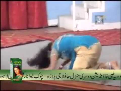 Nida Chaudhry New Pakistani Mujra Hot 1365 HD 2011 flv   YouTube...