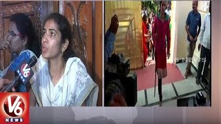 TRS Leader Srinivas Reddy Wife Sangeetha Protest Infront Of House | Hyderabad