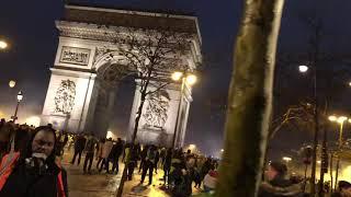 """L'Arc de triomphe, terrain d'affrontement entre """"gilets jaunes"""" et policiers"""