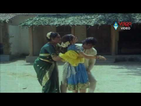 Romance - Jayamalini & Narasimha Raju Hot Romantic Scene video