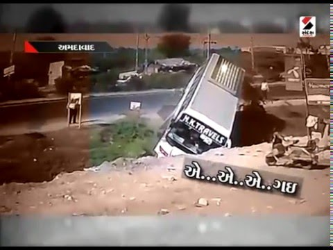 Bus Falling into Canal at Ahmedabad || Caught on Camera