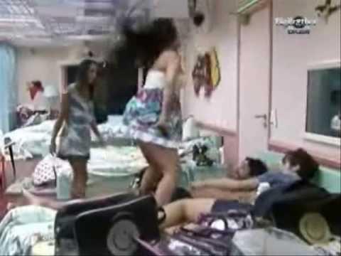 Lia e Anamara fazem dança sensual, BBB10 - BIG BROTHER BRASIL