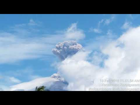 Mount Agung erupts on Feb 13, 2018