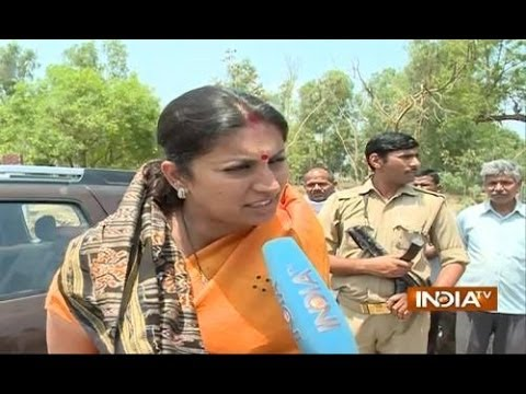 LS Polls: Smriti Irani forces Priyanka's secretary out of Amethi