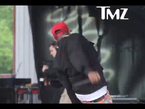 BIG BOI BUSTS KNEE ON STAGE- WATCH!