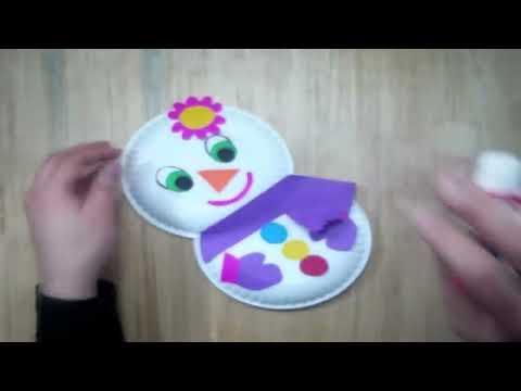 Cómo hacer una muñeca de nieve con platos de papel
