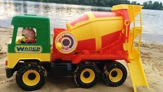 Развлечение для детей Машинка Бетономешалка и Свинка Пеппа Fun for the kids!  large toy car