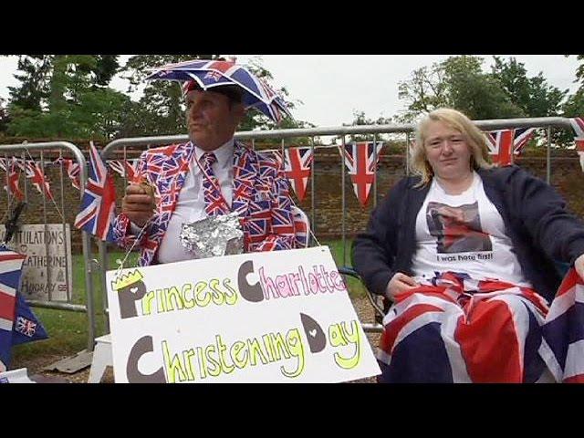 Angleterre : les fans au rendez-vous pour le baptême de la princesse Charlotte