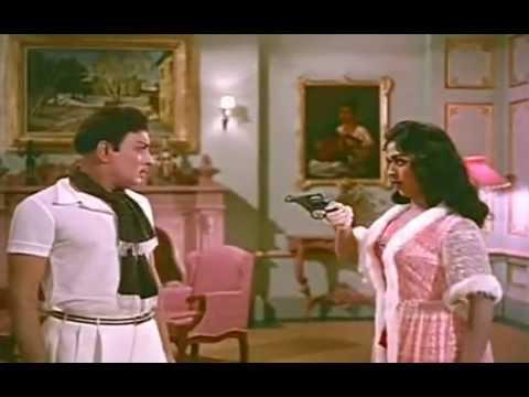 Mgr Sarojadevi Romantic Love Seen In Anbe Vaa video