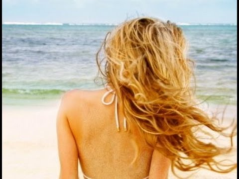 Everyday Beach Waves Hair Tutorial (DIY Sea Salt Spray)