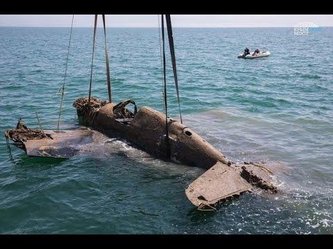 Строители Крымского моста помогли поднять самолет времен ВОВ