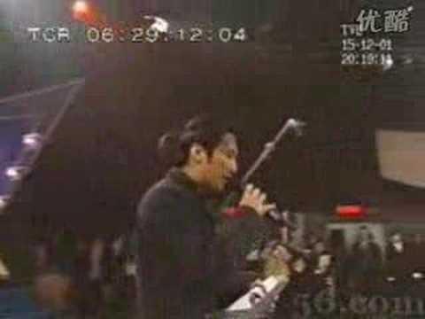 谢霆锋坐在陈冠希和张柏芝中间唱《香水》