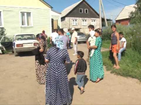 Сюжет ТСН24: В Хрущево цыганский самострой пустили под бульдозеры